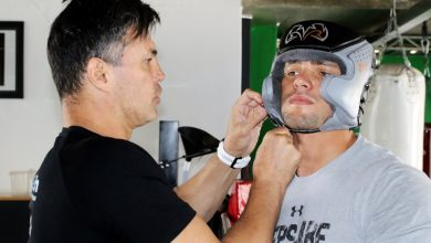 Photo of Lerena has his headgear strapped on